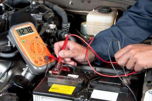 汽车蓄电池低电报警器
